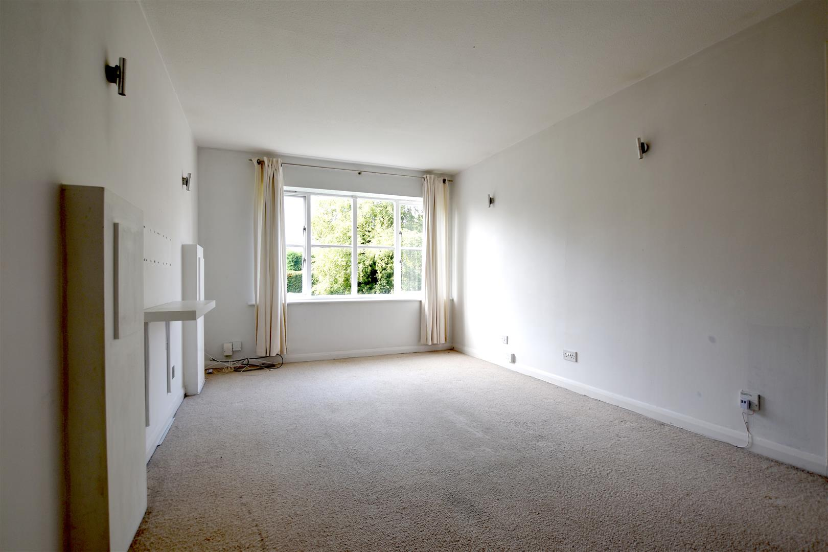 2 Bedrooms Flat for sale in Earlswood Road, Redhill